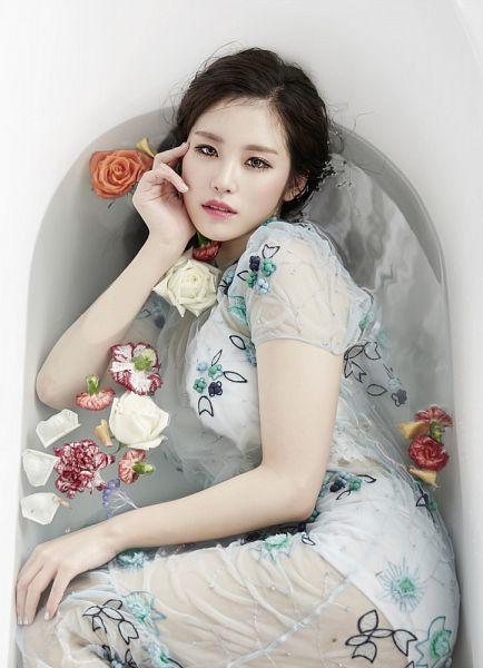 Tags: K-Pop, Secret, Jun Hyoseong, Hand On Cheek, Water, White Dress, Bathtub, Hand On Head, Flower, Bathroom, White Outfit