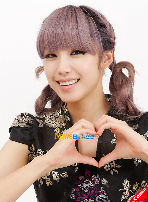 Tags: K-Pop, Secret, Jun Hyoseong, Heart Gesture, Twin Tails, Floral Shirt, Light Background, Floral Print, White Background, Black Dress, Newsen