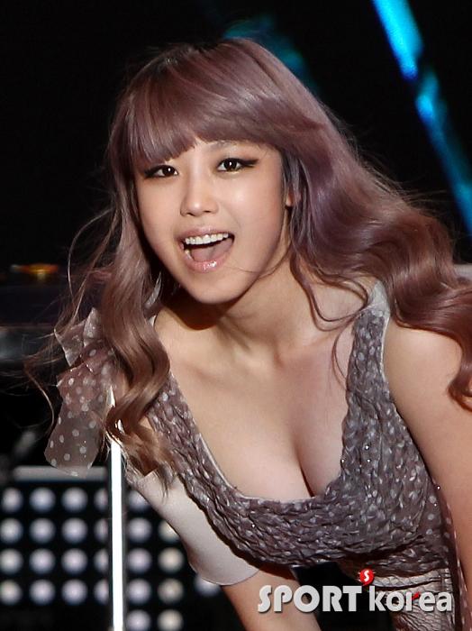 Tags: K-Pop, Secret, Jun Hyoseong, Sexy Pose, Cleavage, Sleeveless Dress, Sleeveless, Brown Outfit, Brown Dress, Suggestive, Bare Shoulders, Sport Korea