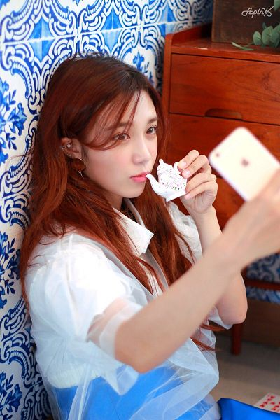 Tags: Plan A Entertainment, K-Pop, Apink, Jung Eun-ji, Teapot, Smartphone, Phone, Blue Skirt, Skirt, Scan, Apink 2017 Season's Greetings