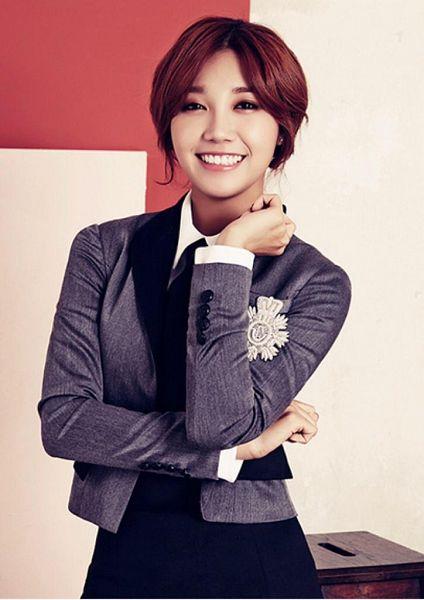 Tags: K-Pop, Apink, Jung Eun-ji, Black Skirt, Red Hair, Skirt, Pink Blossom
