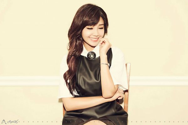 Tags: K-Pop, Apink, Jung Eun-ji, Chair, Yellow Background, Text: Artist Name, Short Sleeves, Black Dress, Sitting On Chair, Crossed Arms, Eyes Closed, Bare Legs
