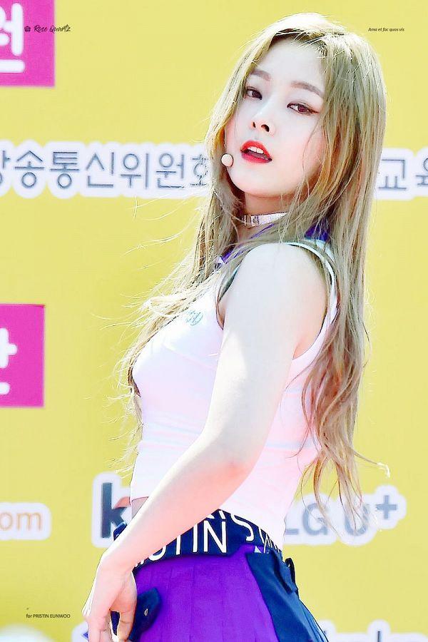 Tags: K-Pop, Pristin, Jung Eunwoo, Microphone, Skirt, Purple Skirt, Yellow Background, Pleated Skirt, Blonde Hair, Korean Text
