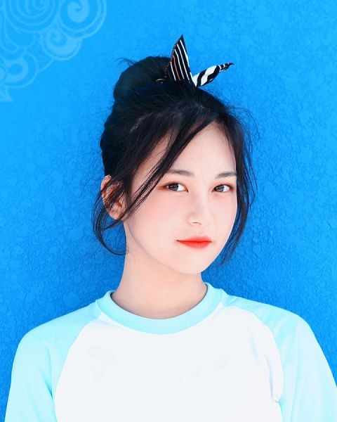 Tags: K-Pop, Busters, Jung Jisu, Bow, Black Eyes, Hair Bow, Blue Background, Red Lips, Single Bun, Hair Buns, Hair Ornament, Short Sleeves