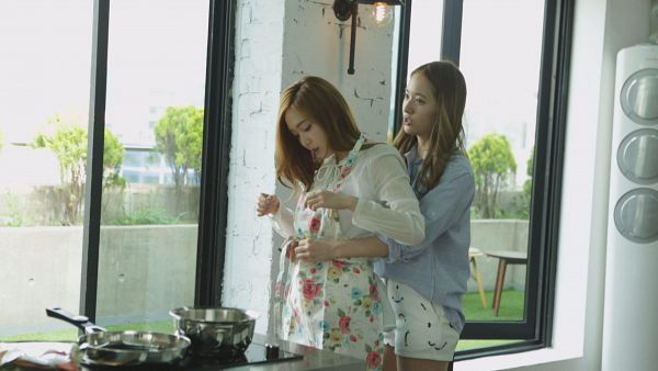 Tags: K-Pop, Jung Sisters, Girls' Generation, Jessica Jung, Krystal Jung, Siblings, Family, Sisters, Wallpaper, HD Wallpaper