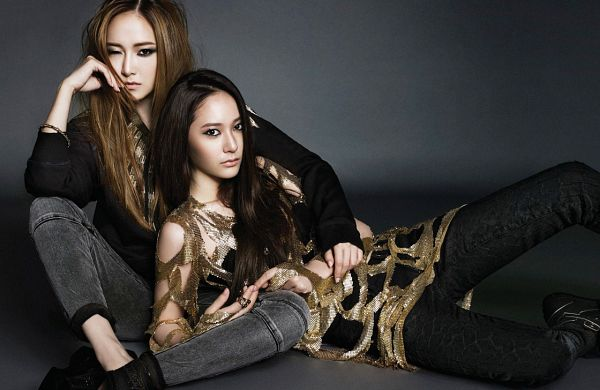 Tags: SM Town, K-Pop, f(x), Jung Sisters, Girls' Generation, Krystal Jung, Jessica Jung, Siblings, Family, Sisters