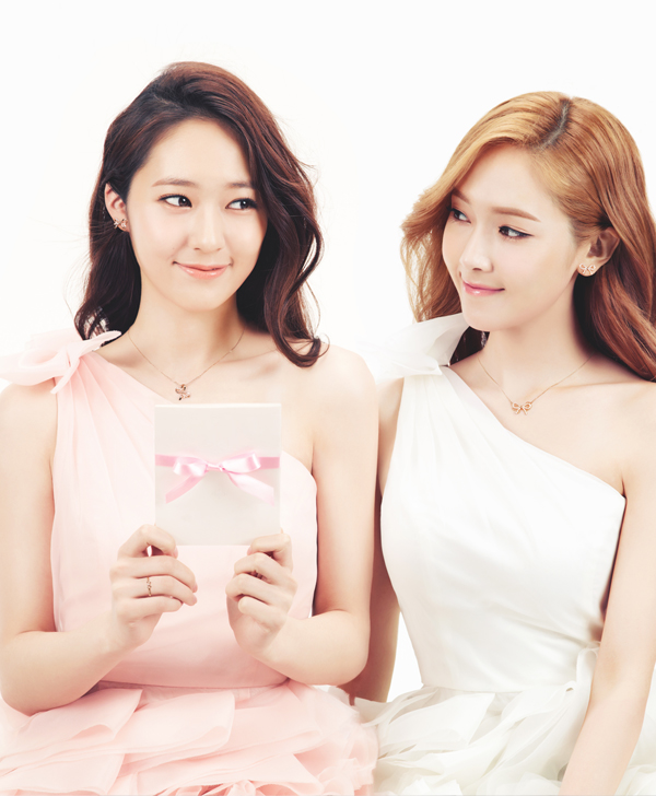 Tags: K-Pop, Jung Sisters, Girls' Generation, f(x), Jessica Jung, Krystal Jung, Sisters, Siblings, Family
