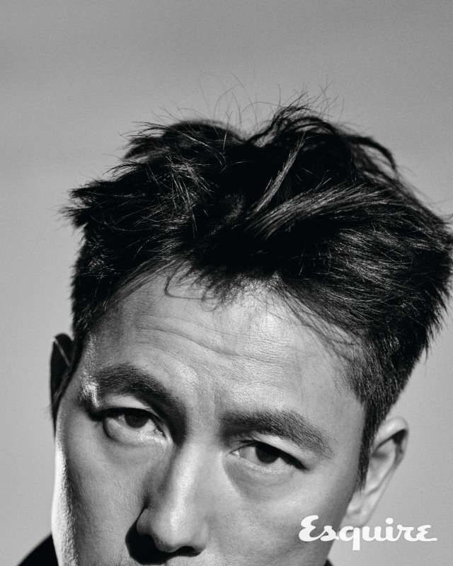 Tags: K-Drama, Jung Woosung, Monochrome, Text: Magazine Name, Gray Background, Face Cut Off, Close Up, Esquire Magazine