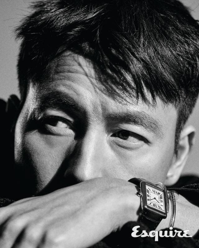 Tags: K-Drama, Jung Woosung, Close Up, Looking Away, Text: Magazine Name, Monochrome, Gray Background, Watch, Covering Mouth, Esquire Magazine