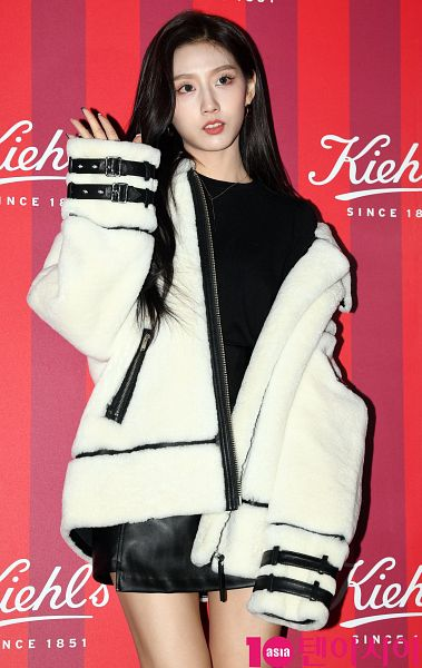 Tags: K-Pop, Lovelyz, Jung Yein, Striped, Red Background, White Jacket, Black Skirt, Text: Brand Name, Purple Background, Leather Skirt, Wave, Bare Legs