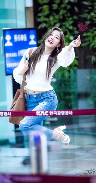 Tags: K-Pop, Lovelyz, Jung Yein, Korean Text, Shoes, Standing On One Leg, Make Up, Heart Gesture, Eyes Half Closed, Leg Up, Heart, Nail Polish