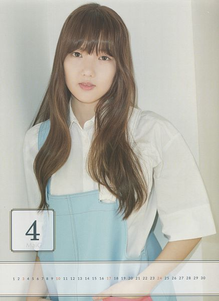 Tags: K-Pop, G-friend, Jung Yerin, Pink Lips, White Shirt, Overalls