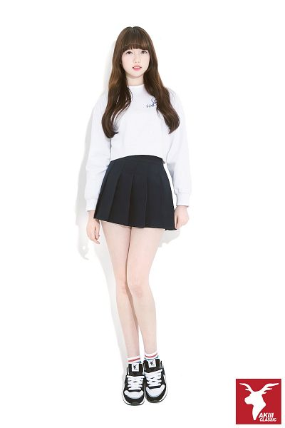 Tags: K-Pop, G-friend, Jung Yerin, Sneakers, Full Body, Black Skirt, Shoes, Simple Background, Socks, Light Background, Skirt, White Background