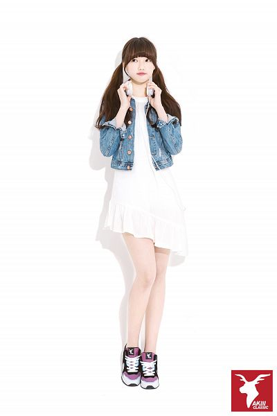 Tags: K-Pop, G-friend, Jung Yerin, White Dress, Denim Jacket, Dress, Light Background, Looking Away, White Background, Jacket, Sneakers, Full Body