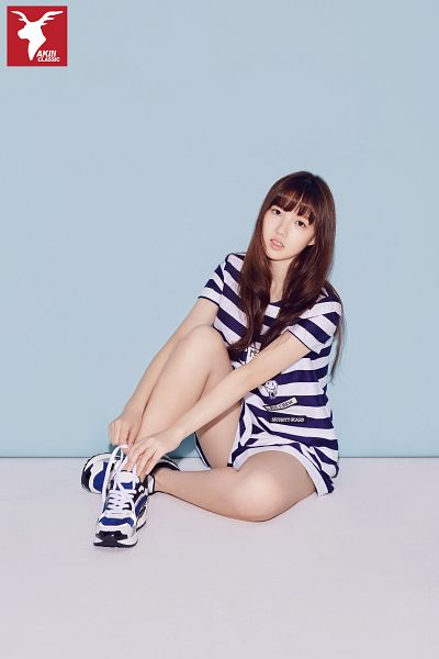 Tags: K-Pop, G-friend, Jung Yerin, Sneakers, Sitting, Striped, Striped Shirt, Shoes, Short Sleeves, Bent Knees, Shorts, Blue Background