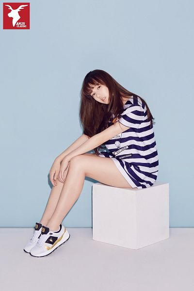 Tags: K-Pop, G-friend, Jung Yerin, Striped Shirt, Shoes, Short Sleeves
