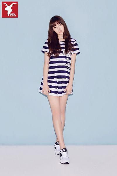 Tags: K-Pop, G-friend, Jung Yerin, Shoes, Head Tilt, Striped Shirt, Shorts, Short Sleeves, Simple Background, Striped Shorts, Blue Background, Full Body