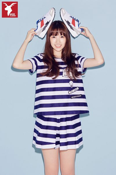 Tags: K-Pop, G-friend, Jung Yerin, Short Sleeves, Simple Background, Blue Background, Standing, Shoes, Striped Shorts, Sneakers, Shorts, Striped
