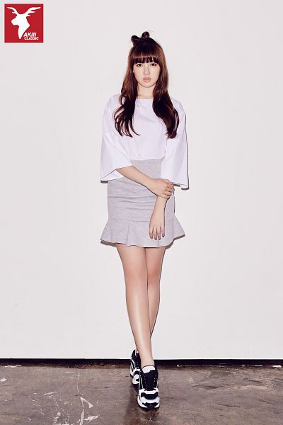 Tags: K-Pop, G-friend, Jung Yerin, Gray Background, Standing, Shoes, Sneakers, Skirt, Serious, Simple Background, Gray Skirt, Full Body