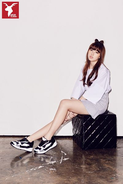 Tags: K-Pop, G-friend, Jung Yerin, Shoes, Serious, Bent Knees, Skirt, Gray Skirt, Simple Background, Gray Background, Full Body, Sitting