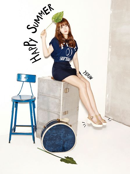 Tags: K-Pop, G-friend, Jung Yerin, Suitcase, Blue Shirt, Skirt, Brown Footwear, Leaf, Chair, Bent Knees, Sandals, Sitting