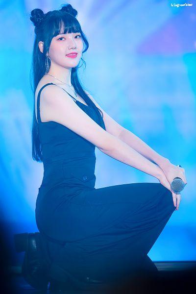 Tags: K-Pop, G-friend, Jung Yerin, Looking Ahead, Hair Buns, Kneeling, Hand On Leg, Hand On Knee, Necklace, Make Up, Black Pants, Hair Up