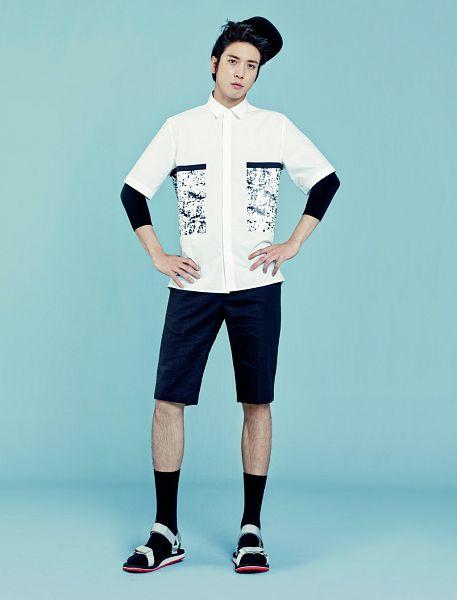 Tags: K-Pop, CNBLUE, Jung Yong-hwa, Black Legwear, Socks, Frown, Blue Background, Shoes, Black Headwear, Sandals, Hand On Hip, White Footwear