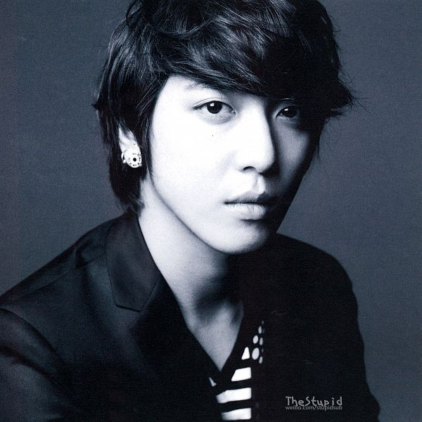 Tags: K-Pop, CNBLUE, Jung Yong-hwa, Black Jacket, Monochrome, Black Eyes, Striped, Striped Shirt