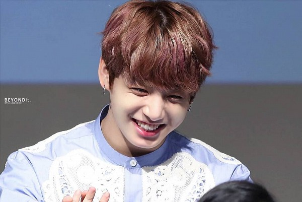 Tags: K-Pop, BTS, Jungkook, Multi-colored Hair, Highlights, Grin, Fansigning Event
