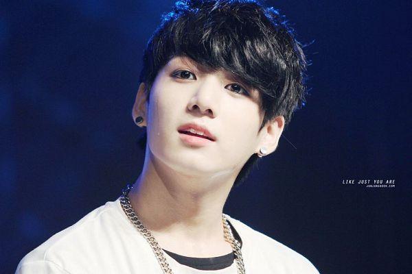 Tags: K-Pop, BTS, Jungkook, Black Eyes, Necklace, Short Sleeves