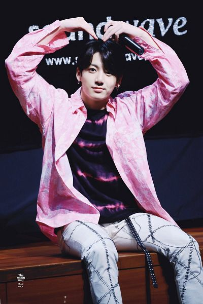 Tags: K-Pop, Bangtan Boys, Jungkook, Pink Jacket, Sitting, Bent Knees, Pink Outerwear, Heart Gesture, Collar (Clothes), Holding Object, Sitting On Ground, Jeans