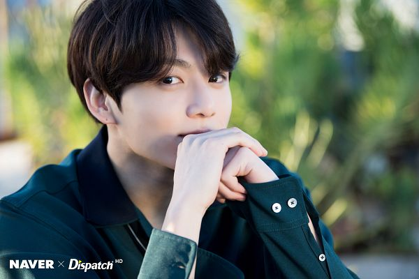 Tags: K-Pop, BTS, Jungkook, Day, Outdoors, Green Shirt, Covering Mouth, Collar (Clothes), Plant, Dispatch