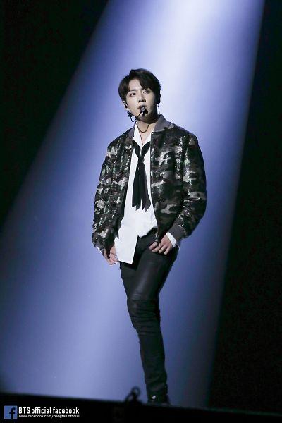 Tags: K-Pop, Bangtan Boys, Jungkook, Looking Away, Black Neckwear, Spotlight, Microphone, Walking, Stage, Tie, Leather Pants, Black Pants