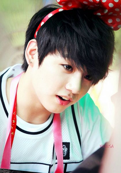 Tags: K-Pop, BTS, Jungkook, Red Bow, Black Eyes, Spotted, Hair Bow, Spotted Bow, Hair Ornament, Make Up, Bow, Short Sleeves