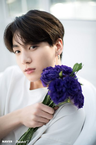 Tags: K-Pop, BTS, Jungkook, Short Sleeves, Contact Lenses, Bouquet, Flower, White Day, Purple Flower, Dispatch