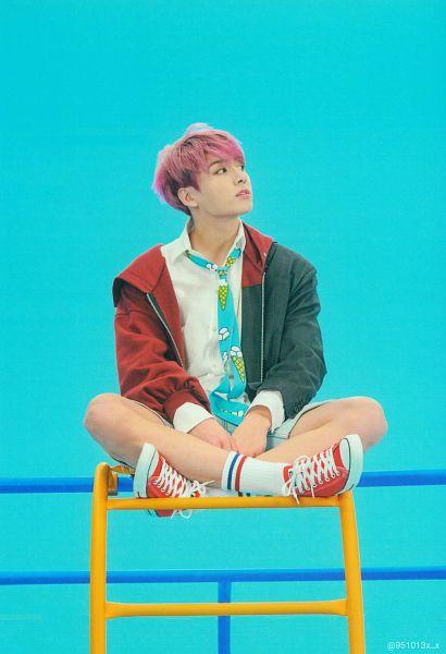 Tags: K-Pop, Bangtan Boys, Jungkook, Black Eyes, Pink Hair, Tie, Stool, Crossed Legs, Chair, Blue Background, Sitting, Jacket