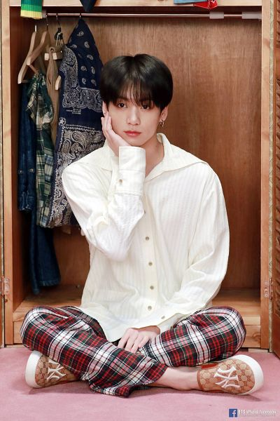 Tags: K-Pop, BTS, Jungkook, Plaided Pants, Plaided Print, Hand On Head, Hanger, English Text, Text: URL, Wardrobe, Hand On Cheek, Sitting On Ground