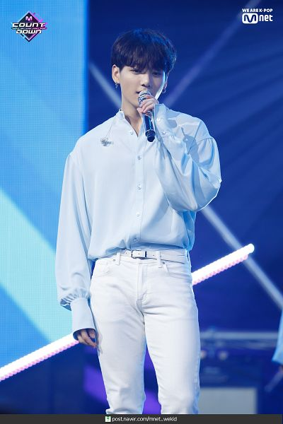 Tags: Television Show, K-Pop, BTS, Make It Right, Jungkook, Stage, English Text, White Pants, Earbuds, Belt, Blue Shirt, Text: URL