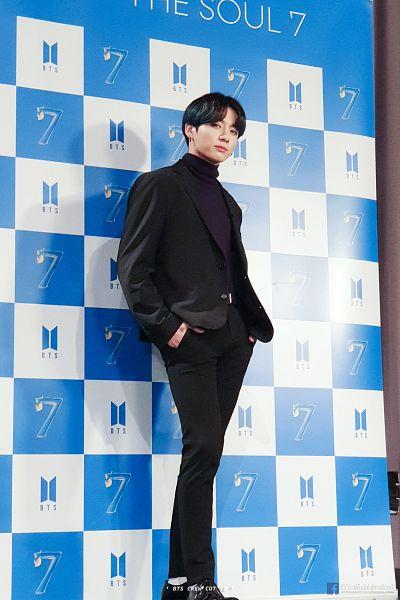 Tags: K-Pop, BTS, Jungkook, Shadow, Hand In Pocket, Text: URL, Black Pants, Black Footwear, Shoes, Collar (Clothes), Text: Artist Name, Black Jacket