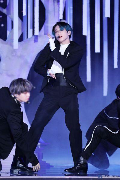 Tags: Television Show, K-Pop, BTS, Black Swan, Jungkook, Suga, Boots, Dancing, English Text, Mole, Facial Mark, Statue