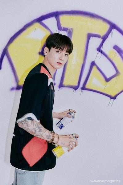 Tags: K-Pop, BTS, Jungkook, Graffiti, Necklace, Tattoo, Bracelet, Weverse, Magazine Scan, Weverse Magazine