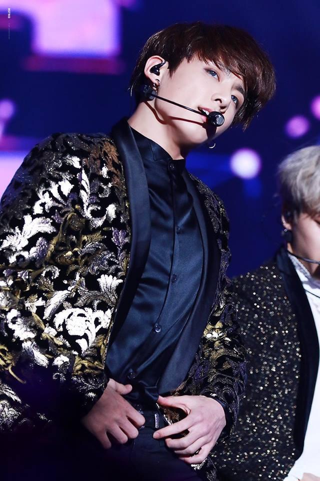 Tags: K-Pop, BTS, Jungkook, Belt, Earbuds, Stage, Contact Lenses, Dancing, Black Pants, Singing