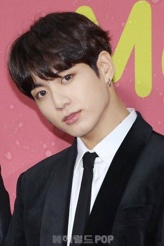 Tags: K-Pop, BTS, Jungkook, Red Carpet, Black Jacket, Black Neckwear, Suit, Tie, Contact Lenses, Black Outerwear