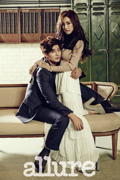Tags: K-Drama, Kim So-eun, Song Jae-rim, White Skirt, Ring, Holding Close, Sitting, Duo, Hug, Couple, Black Pants, Couch