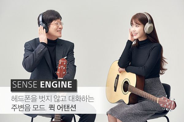 Tags: K-Pop, Kim Chang-wan, IU, Black Shirt, Glasses, Headphones, Sitting On Chair, Korean Text, Black Pants, Black Outerwear, Skirt, Duo