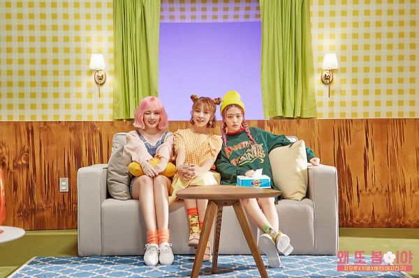 Tags: K-Pop, G-friend, Fiestar, Kisum, Cao Lu, Jung Yerin, Closed Mouth, Twin Tails, Blunt Bangs, Green Shirt, Text, Sitting On Couch