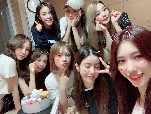 Tags: K-Pop, IZ*ONE, Rocket Punch, Kwon Eunbi, Kim Chaewon, Kim Suyun, Yeonhee, Takahashi Juri, Jeong Dahyun, Kim Sohee (Rocket Punch), Yunkyoung