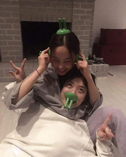 Tags: K-Pop, f(x), KARA, Sulli, Hara Goo, Two Girls, Duo