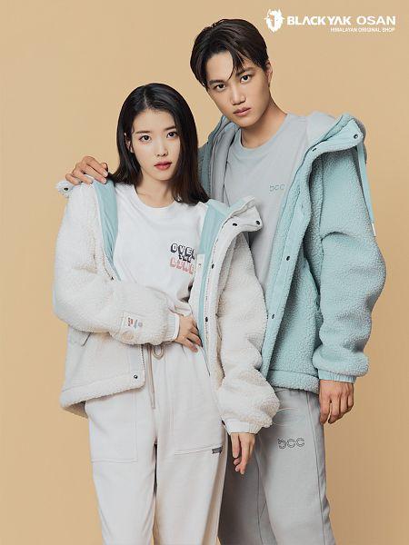 Tags: K-Pop, SuperM, EXO, IU, Kai, Gray Pants, Hand On Shoulder, Brown Background, Serious, White Pants, Duo, BlackYak