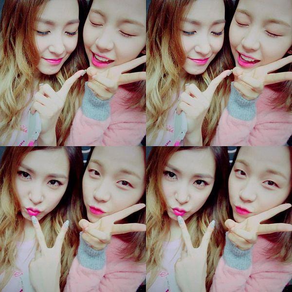 Tags: K-Pop, Girls' Generation, Stephanie Young Hwang, Baek A-yeon, Medium Hair, Duo, Eyes Closed, Pink Shirt, V Gesture, Sweater, Multi-colored Hair, Two Girls